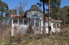 a villa in Ruissalo, Turku, Finland --- Huvila Ruissalossa by Linnea S., via Flickr German Houses, Old Houses, Wooden Houses, Turku Finland, 1 Place, Abandoned Castles, Archipelago, Helsinki, Public Art