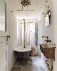 The one and only #bathroom in #thelittlecabininthebigcity — saved and #refinished the inside only of the #clawfoottub that came with the…