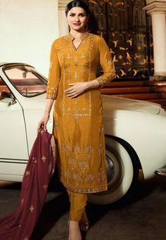 Stylish Dress Designs, Designs For Dresses, Stylish Dresses, Pakistani Fashion Casual, Pakistani Dress Design, Wedding Salwar Suits, Prachi Desai, Indian Designer Suits, Dress Indian Style