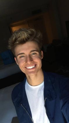 Christian Collins (WeeklyChris) :)