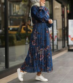 IG: hijabi_bloggers Hijab Style Dress, Modest Fashion Hijab, Modern Hijab Fashion, Muslim Fashion, Fashion Outfits, Islamic Fashion, Modest Wear, African Inspired Fashion, Trends