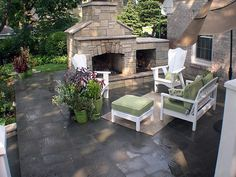 I like the standing umbrella and the offset furniture. Outdoor Living Rooms, Outside Living, Outdoor Spaces, Outdoor Decor, Outdoor Ideas, Patio Ideas, Outdoor Kitchens, Landscaping Ideas, Backyard Ideas