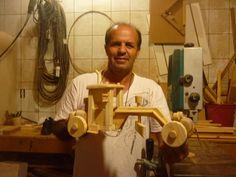 mini maquina em madeira