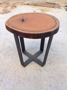 Móveis especiais em madeira maciça produzidos a partir de troncos e tora de árvores, conferindo exclusividade, design, sustentabilidade e qualidade.