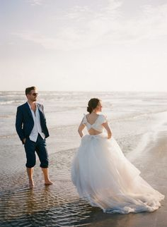 Galveston Wedding Photo Session | Beach Wedding Couple | Surf Board | Bride and Groom | photos by Galveston Wedding Photographer, Koby Brown