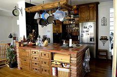 vidéki rusztikus konyha Brown Kitchens, Cottage Homes, Liquor Cabinet, Storage, Wood, Furniture, Design, Home Decor, Country Living