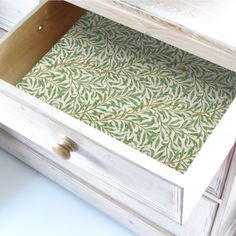 This contains:  Simply Drawer Liners SUMMER JASMINE Scented Drawer Liners in a WILLIAM MORRIS Inspired Design . Made in Britain.