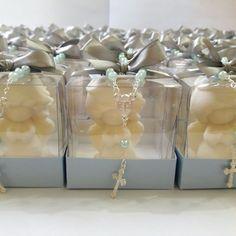 Sabonete Anjo Querubim 3D na caixinha com Mini Terço.  Acompanha tag personalizado.  Disponível em diversas cores e aromas.  Medidas da lembrança: 6 x 6 x 6 cm.