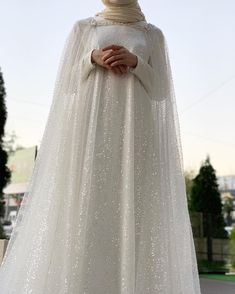 Modesty and elegancy Hijabi Wedding, Muslimah Wedding Dress, Hijab Style Dress, Muslim Wedding Dresses, Disney Wedding Dresses, Hijab Bride, Designer Wedding Dresses, Bridal Dresses, Wedding Gowns