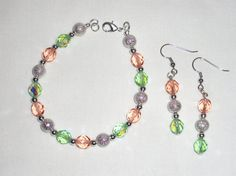 Bracelet and earrings with pink peach and green by Momentidoro, €55.00