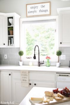 A DIY modern farmhouse kitchen makeover with sources to all items!