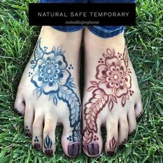 On the left we have Jagua gel on the right we have natural henna. Both options are natural safe and temporary forms of body art! Which do you prefer? My heart is always with the rich red hues of henna but i do love Jagua recently! Thanks to @suhenna_creations for modeling and @freshjagua is where i got the gel! #Henna #henne #mehndi #henne #mehandi #mehendi #mendi #mendhi #hennaart #hennaartist #hennadesign #mehndiart #mehndidesign #hennalove #hennamagic #hennapro #mehndikajoeyhenna… Mehndi Art, Mehendi, Henna Tattoo Kit, Jagua Henna, Mehndi Images, Natural Henna, Henna Artist, Mehndi Designs, Body Art