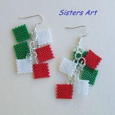 *In occasione degli Europei di calcio…...*  orecchini *Italia* realizzati con la tecnica Peyote, utilizzando perline delica nei colori verde, bianco e rosso. (Lunghezza totale circa cm.7,5) Mona...