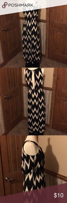Maxi dress Black and white maxi dress. Side slits. Cinch waist. Very relaxed fit. Never worn H&M Dresses Maxi