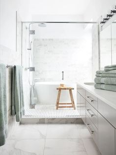 Small Bathroom With Tub, Small White Bathrooms, Long Narrow Bathroom, Bathtubs For Small Bathrooms, Small Bathroom Layout, Small Baths, Bathroom Design Layout, Bathtub Shower Combo, Bathroom Tub Shower