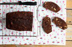 Een makkelijk recept voor bananenbrood met chocolade die je binnen 10 minuten in de oven schuift. Ideaal als snack tussendoor, ook voor kinderen.