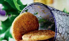 Kom alle julens velduftende krydderier i dit bagværk, det dufter og smager, så englene synger! Her får du opskriften på de klassiske julesmåkager, jødekager.