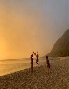 Beach Aesthetic, Summer Aesthetic, Travel Aesthetic, Flower Aesthetic, Summer Feeling, Summer Vibes, Poses Photo, Summer Goals, Foto Pose