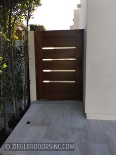 A strong emphasis on line and form - two essentials of good design - gives contemporary style its energy. Ziegler contemporary modern gates embrace the edge in style of both. Modern Courtyard, Courtyard Entry, Modern Backyard, House Front Gate, Gate Designs Modern, Backyard Gates, Small Patio Design, Modern Entrance, Small Courtyards
