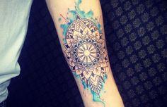 47 ideias de tatuagens em aquarela que são incríveis Mandalas Painting, Mandalas Drawing, Mandala Tattoos For Women, Dotwork Tattoo Mandala, Geometric Owl Tattoo, Doodle, Henna, Bbc Good Food Recipes, Mandala Design