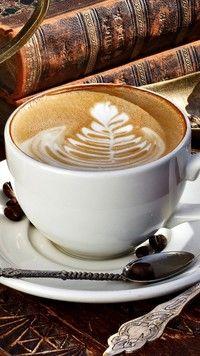 Cappuccino w białej filiżance