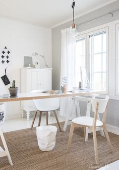 this is how i would like my new desk: long, light wood+white love it!