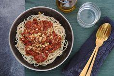 Champignon bolognese met walnoten I Love Food, A Food, Veggie Recipes, Vegetarian Recipes, Veggie Spaghetti, Bolognese, Vegetarian Lifestyle, Macaroni And Cheese, Foodies