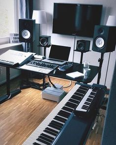 ideas for music studio design drum room Music Studio Decor, Home Recording Studio Setup, Home Studio Setup, Studio Desk, Dream Studio, Music Decor, Home Studio Musik, Home Music Rooms, Drum Room
