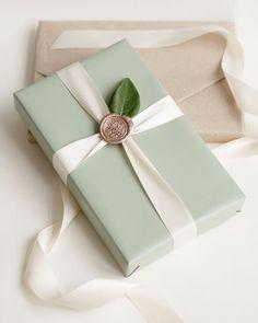 """En grön mattlack skönhet med satinband """"antique white"""" & vaxsigill ros/mässing 😍✨ . . . . . .… Wrapping Gift, Gift Wraping, Creative Gift Wrapping, Christmas Gift Wrapping, Creative Gifts, Elegant Gift Wrapping, Pretty Packaging, Gift Packaging, Holiday Gifts"""