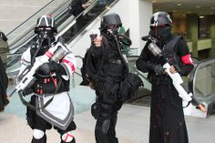 Some epic Helghast cosplay from Killzone 3