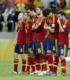 Los jugadores titulares durante la tanda de penaltis ante Italia en la Copa Confederaciones 2013 #seleccionespanola #LaRoja #diariodelaroja