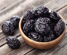 Lower Blood Pressure Remedies Lower High Blood Pressure Quickly Natural Blood Pressure, Blood Pressure Remedies, Lower Blood Pressure, La Constipation, Dried Fruit, Dried Plums, Healthy Drinks, Natural Remedies, Healthy Foods