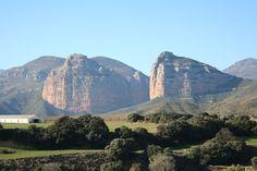 – Esta increíble imagen se encuentra en El Parque Natural de la Sierra y Cañones de Guara. Uno de los lugares más visitados y llamativos de Huesca, donde el turismo rural es una actividad cas…