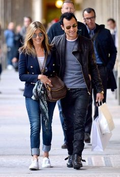 Jennifer Aniston Photo - Jennifer Aniston and Justin Theroux Stroll Around Paris