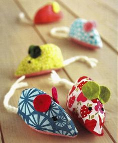 Filled with catnip, this little mouse make a delightful gift that a cat literally cannot resist. This is a great project for using up offcuts and leftover pieces of material. Cotton fabrics work well, but why not also try tweed or leather? Catnip or Nepeta cataria is cultivated as an ornamental plant for use in