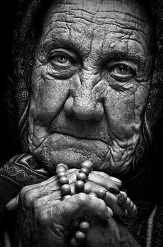 Old Faces, Many Faces, Face Photography, Photography Women, Black And White Portraits, Black And White Photography, Tattoo Week, Foto Portrait, Photoshop