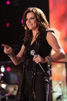 MARTINA MCBRIDE can't wait for her one night tour at the PNE ! Gonna be über fun day