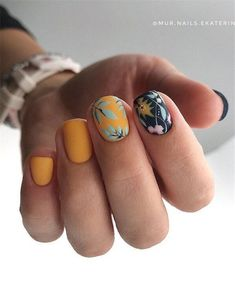 40 The Most Trendy Fall Nail Designs You'll Love - Page 2 of 13 Fall Nail Designs - Looking for Diy fall nails idea too? We have gathered up 40 fall nail design ideas. You are going to absolutely love these Fall Nail Designs and most of them are so simple Nail Design Spring, Fall Nail Designs, Short Square Nails, Short Nails, Cute Nails, Pretty Nails, Hair And Nails, My Nails, Halloween Nails