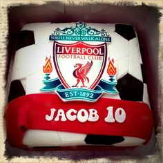 This is an awesome cake! I want one but with GRACE DAEHLING and the number 8 for Steven Gerrard Soccer Birthday, 50th Birthday, Soccer Party, Birthday Cakes, Birthday Ideas, Sport Cakes, Soccer Cakes, Football Cakes, Liverpool Cake