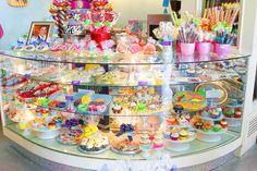 A Wonderful Wonderland Bakery — Kevin & Amanda Chocolate Chunk Cookies, Chocolate Shop, Chocolate Desserts, Chocolate Decorations, Cupcake Shops, Cupcake Bakery, Cupcake Boxes, Bakery Business, Rum Cake