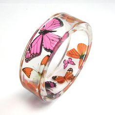 Resin Bracelet Pink Butterflies de Sylwia Calus por DaWanda.com