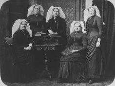 Vrouwen uit Geervliet in de dracht van Voorne-Putten. ca 1890 #VoornePutten #ZuidHolland