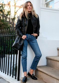 it-girl - tricot-calca-jeans-jaqueta-couro-bucket-bag - bucket bag - inverno - street style | Não precisa nem reforçar que ela irá te acompanhar em todas as produções, né?