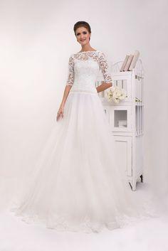 8b94ac3b22ae Krásne čipkované svadobné šaty s 3 4 rukávom Móda