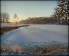 Almádi Ildikó Egy hűvös reggelen A kép január tán leghidegebb reggelén készült... mégis gyönyörű, ahogy a Nap felkel. Több kép Ildikótól: www.facebook.com/ildiko.almadi Nap, Marvel, River, Facebook, City, Outdoor, Outdoors, Cities, Outdoor Games