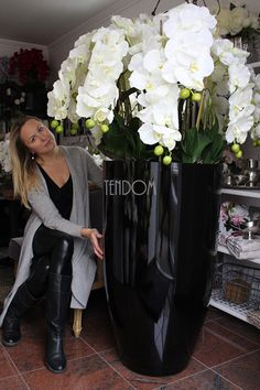 Discover thousands of images about ogromne storczyki z naszej pracowni tendom Orchid Flower Arrangements, Artificial Flower Arrangements, Artificial Flowers, Most Beautiful Flowers, Exotic Flowers, Large Flowers, Orchid Plant Care, Orchid Plants, Dendrobium Orchids