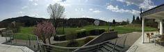 Blick von der Golfclub Terrasse auf den ersten Abschlag.