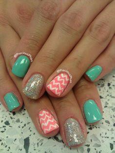 Unique chevron nails #nail #unhas #unha #nails #unhasdecoradas #nailart #gorgeous #fashion #stylish #lindo #cool #cute #fofo #chevron #mint #coral #prateado #prata #silver