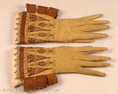 1610-1625 гг замша, вышивка шелком и золотыми нитями, отделка атласными лентами.