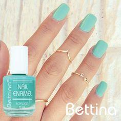 """¡Es viernes! Que mejor que nuestro #Bettina #NailEnamel en color """"Ocean"""" para ir preparándonos para el fin de semana... #nails #nailpolish #manicure #pedicure"""